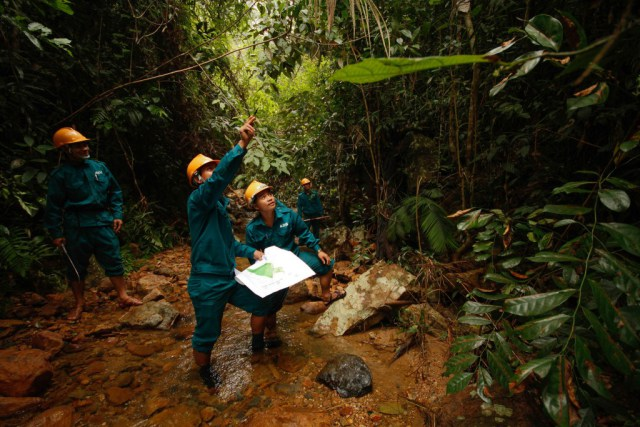 PEFS patrollers at work in the jungles around Macooih (ADF creative commons license).